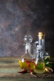 さまざまな種類の植物油の瓶