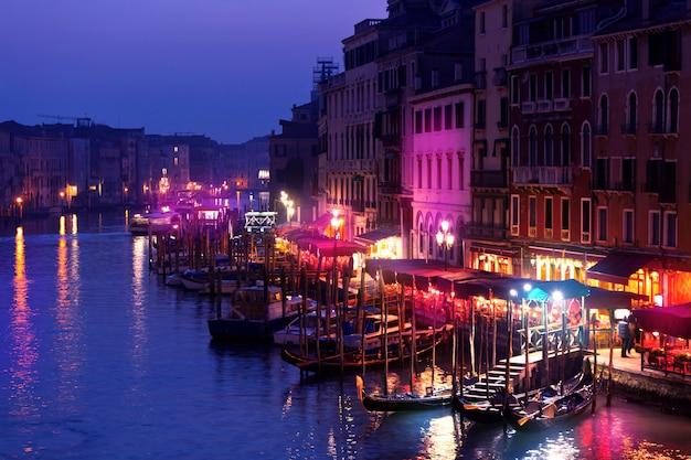 夜の大運河、ヴェネツィア。