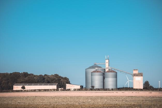 農業用の穀物サイロ