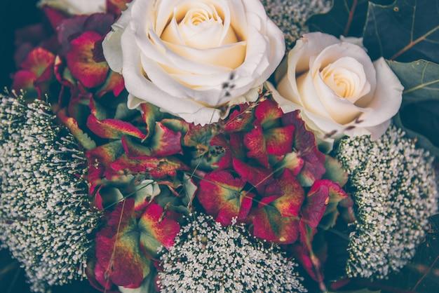 アジサイとバラの美しい花束