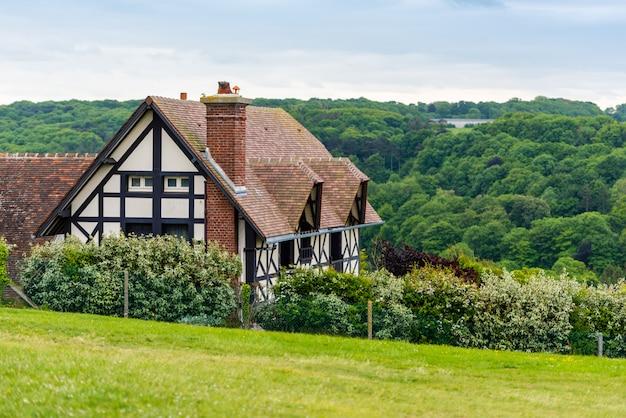 エトルタ、ノルマンディー、フランスの伝統的な家
