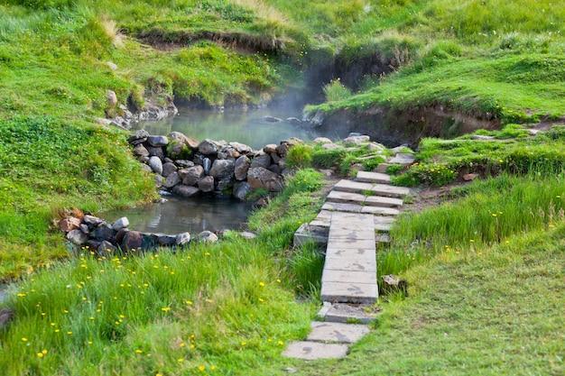 Ванна с горячими источниками в исландии