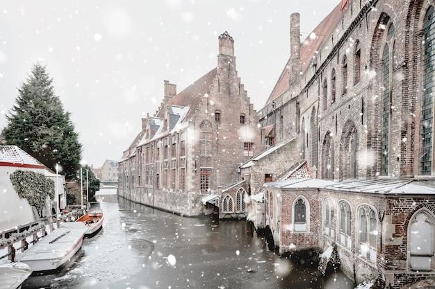 Больница святого иоанна, брюгге, бельгия зимой