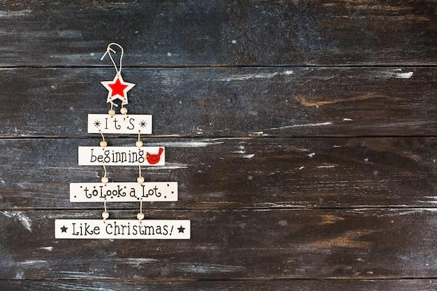 テキスト付きのクリスマス装飾木製の花輪