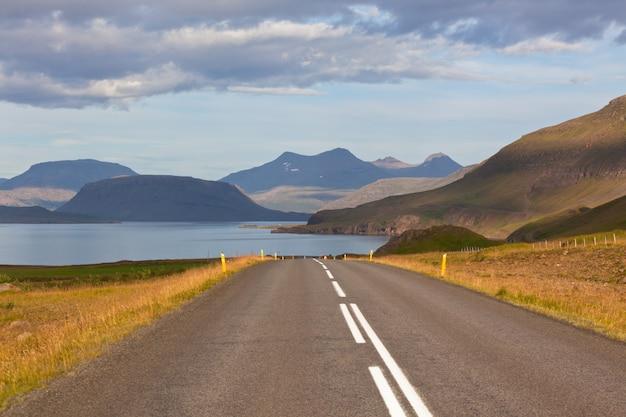 Бесконечное исландское шоссе