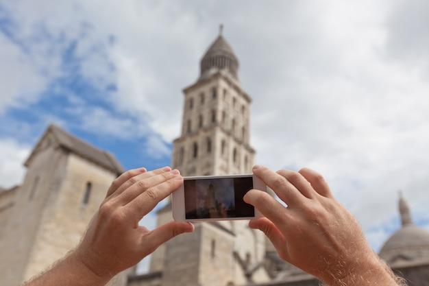 ペリグー、フランスの写真を撮る観光客