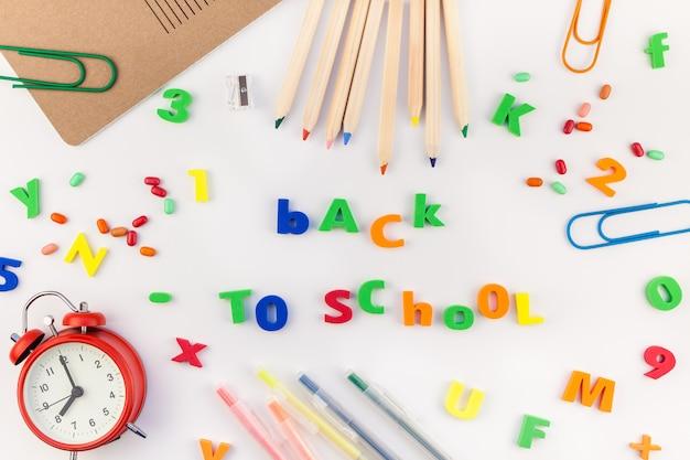 事務用品と学校概念に戻る