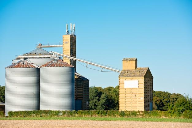 農業用穀物サイロ