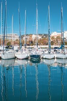 カンヌのマリーナ、フランスのヨットのビュー