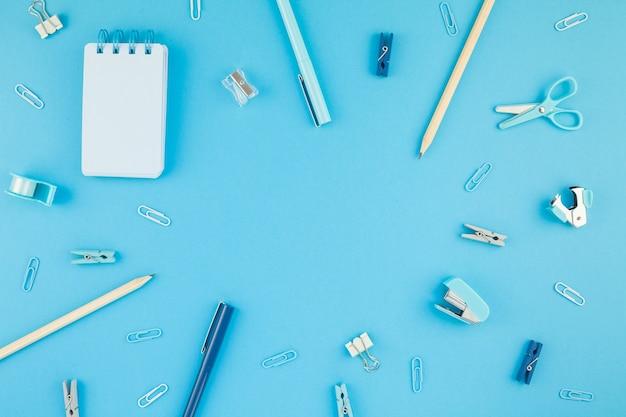 ワークスペースデスクスタイルのデザインオフィス用品の背景