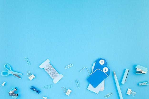 ワークスペースハンドクラフトデスクスタイルのオフィス用品の背景