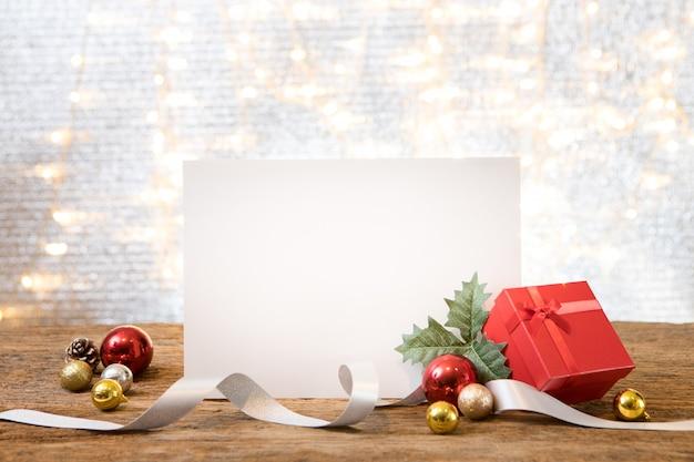 Рождественский новогодний подарок подарок космический фон поздравительная открытка