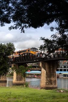 Квайский мост через реку