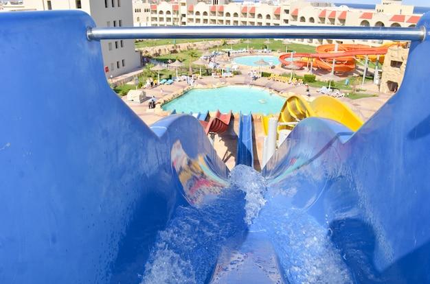 アクアパークのウォータースライドを下ります。上からの眺め