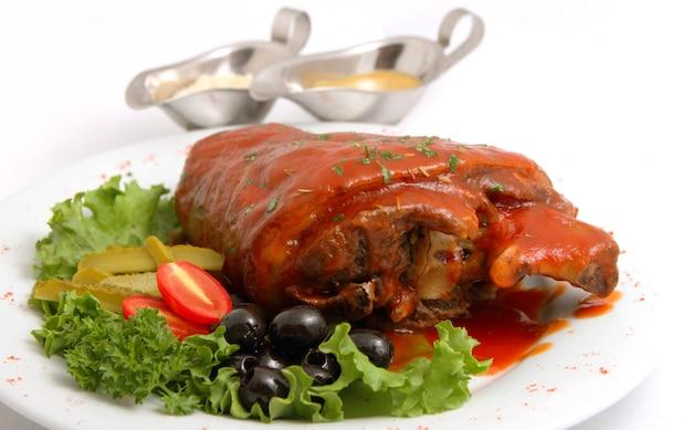 ピクルスと野菜の豚肉のナックル