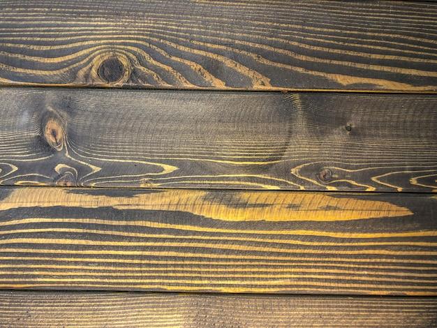 木の写真の背景は黒、木の質感を描いた。
