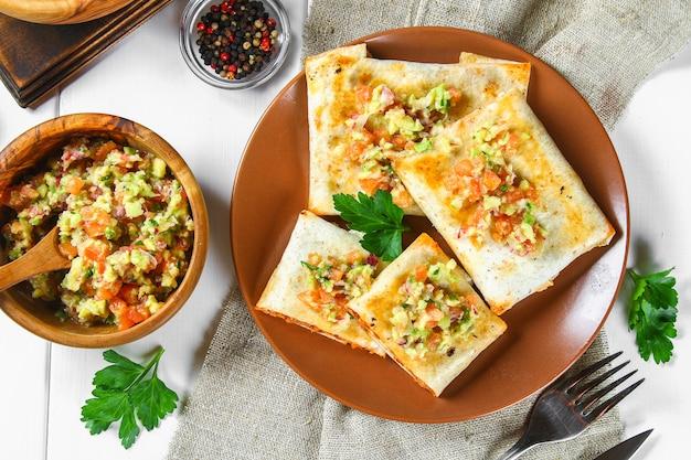 伝統的なメキシコ料理 - チミチャンガ。