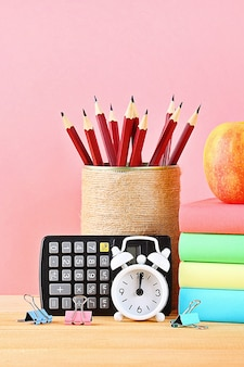 学校および事務用品