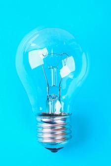 メガネ電球アイデアコンセプト。最小限の概念