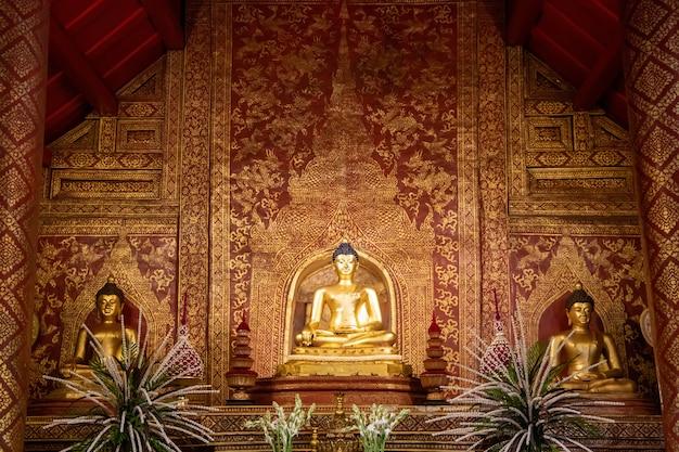 プラ・ブッダ・シヒンは、落ち着いたマーラの姿勢の仏教的な姿勢です。レームカム寺院に祀られている