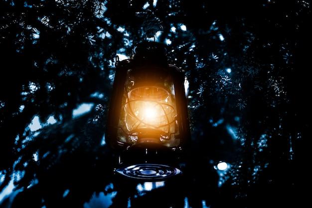 松の木の光ランタン
