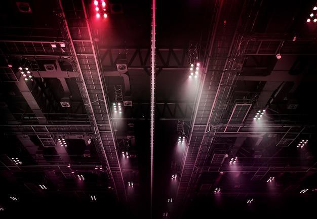 展示ホール内屋根のスポットライト