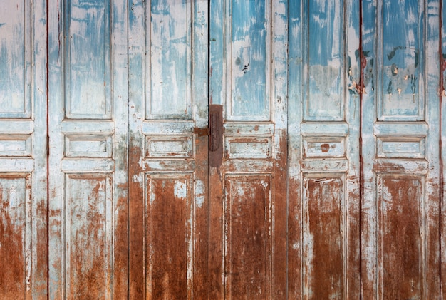 古い堅い木製のドアと質感