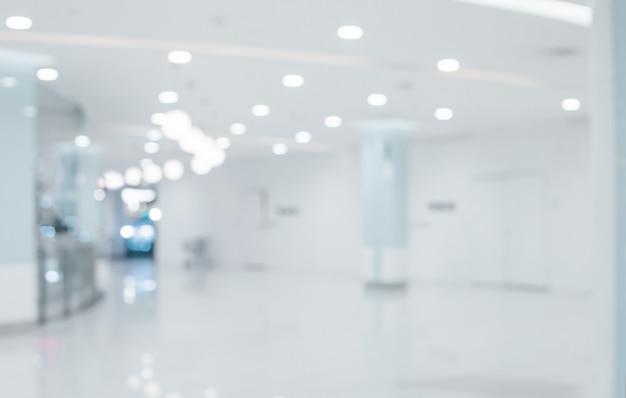 短い白い病院の通路の背景をぼかし