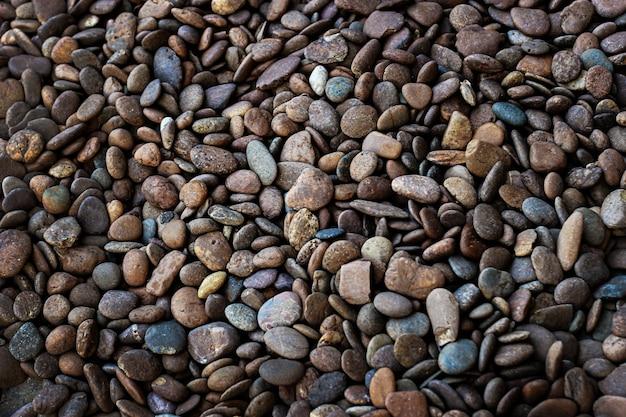 テクスチャ背景の池から滑らかな砂の石