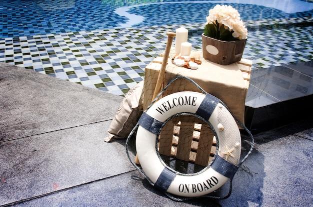 海洋コンセプトの装飾プール