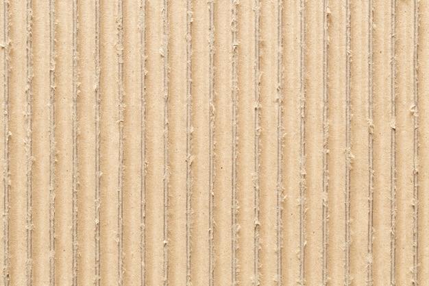 Поверхность гофрированной коричневой бумаги, абстрактная текстура для фона