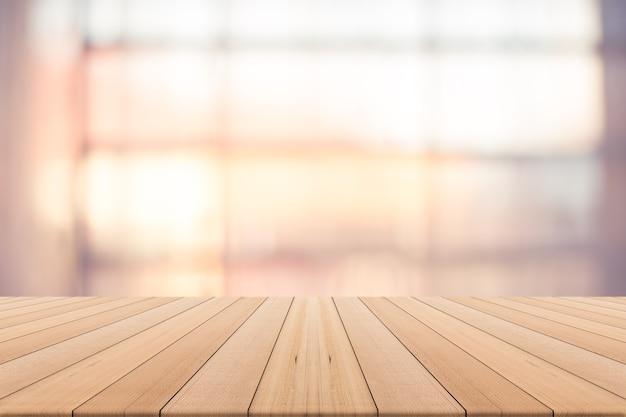 曇った背景上のテーブルトップ、製品のスペース、窓からの暖かい自然光