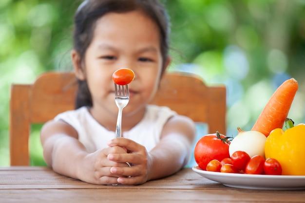 アジアの子供は野菜を食べることを好まず、健康な野菜を食べることを拒否します