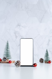 Смартфон с новогодним украшением