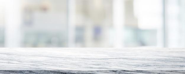 空の白い大理石の石のテーブルトップボケショッピングモールでぼやけています。