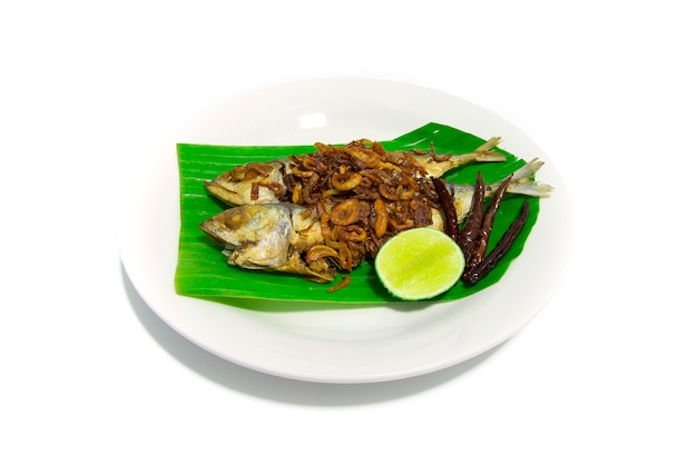 揚げ塩漬け魚の炒めニンニク