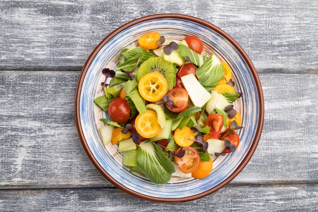 パックチョイキャベツと野菜のベジタリアンサラダ