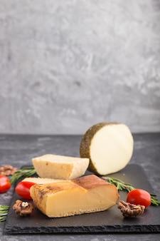 スモークチーズとローズマリーとトマトのチーズ各種