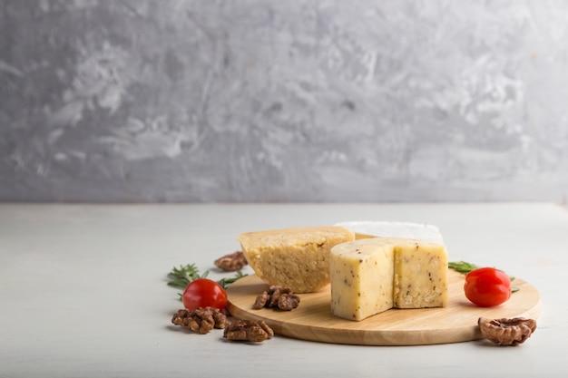 チェダーチーズとローズマリーとトマトのチーズ各種
