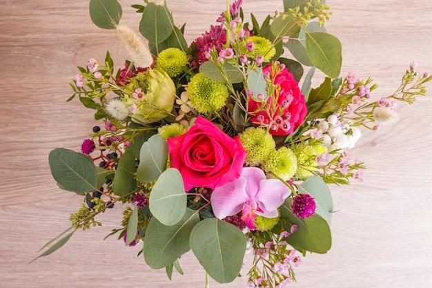 ハットボックスの秋の花の組成