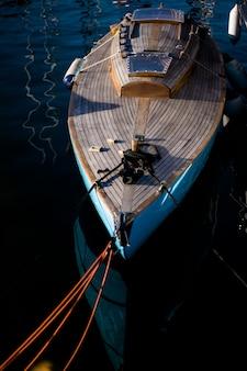 港のプライベートヨット