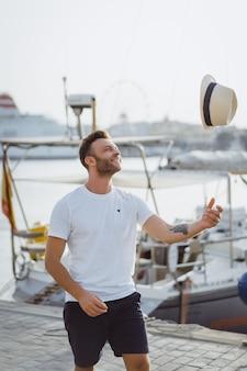 Человек в порту