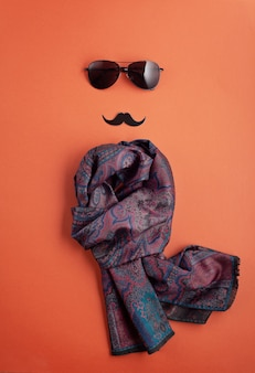 コピースペースとメガネで黒い紙口ひげ。男性の健康意識月間、男らしさ、父の日コンセプト