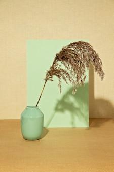 Фон с осенних растений в пастельных тонах.