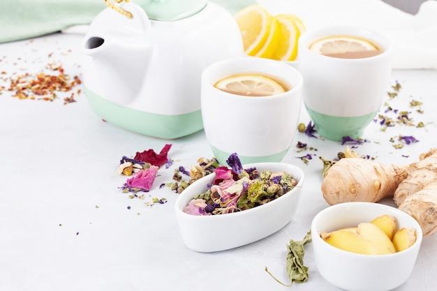 Полезный травяной чай с лимоном и имбирем. антиоксидант, детокс, освежающий напиток
