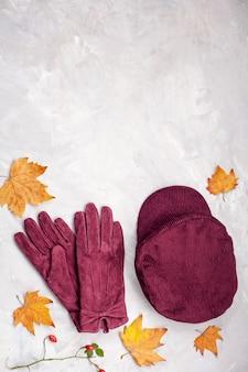 Квартира с удобной теплой одеждой для холодной погоды. уютная осень, зимняя одежда, шоппинг, продажа, стиль в модных цветах, идея