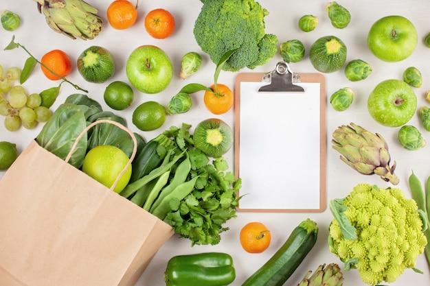 Свежие органические овощи в зеленом цвете