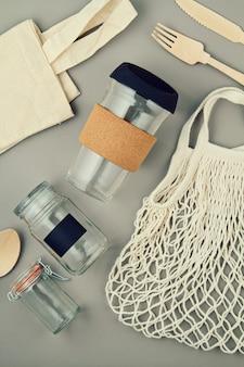 Многоразовые пакеты, стеклянные банки и кружка для кофе без пластика и безотходного образа жизни