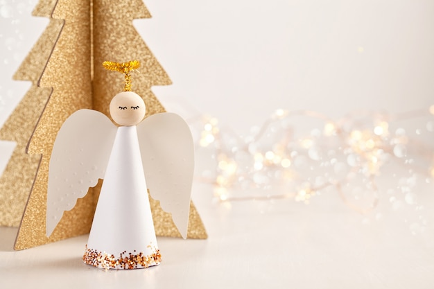 紙の天使のクリスマスグリーティングカード