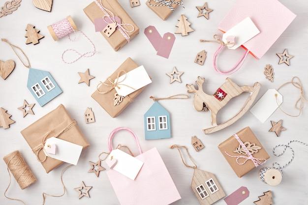 クリスマスプレゼントとパステルカラーの装飾